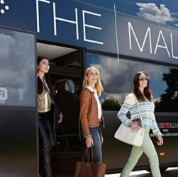 The Mall, il comunista che mangia i commercianti